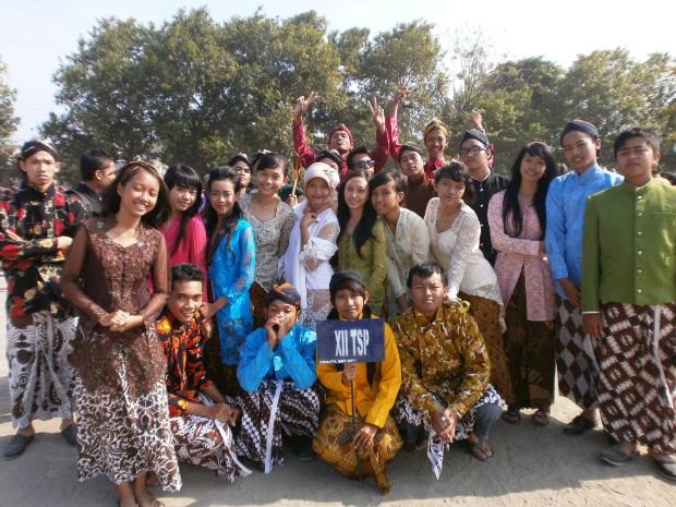 Gue, Irfan dan semua temen sekelas sewaktu ulang tahun kota Jogja