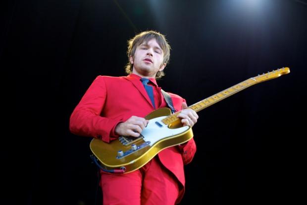 Andy Ross, dia megang gitar, keyboard sekaligus vocal.