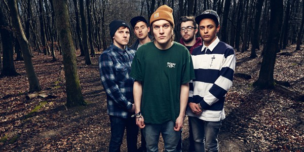 xNeck-Deep-Band-Promo-Picture-600x300.jpg.pagespeed.ic.9ubmm0PpW_
