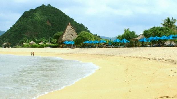 objek-wisata-pantai-kuta-di-lombok