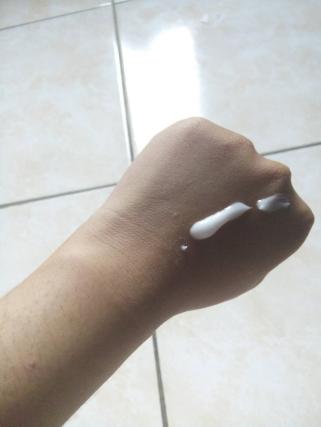 oles-redwin-sorbolene-moisturiser-with-vitamin-e