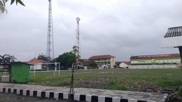 Lapangan Depan Sekolah