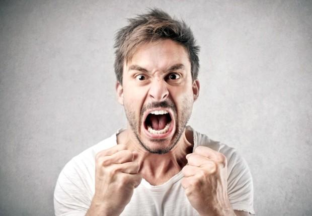 laki-laki marah