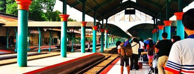 Peron Stasiun Surabaya Gubeng