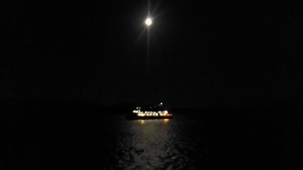 Pemandangan Malam di Kapal Fery