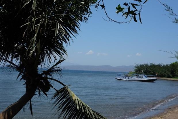 Pemandangan Pantai Kampe