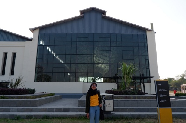 Foto Di Depan Gedung De Tjolomadoe