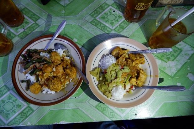 Nasi Ayam Rica dan Oseng Warung Rica Bu Sartini (Rica ISI)