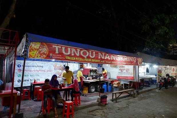 Pizza Tunqu Nangkring Dong