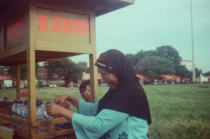 Ibuk Penjual Ronde Foto Analog